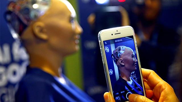 Dünyanın İlk Yurttaş Robotu Sophia