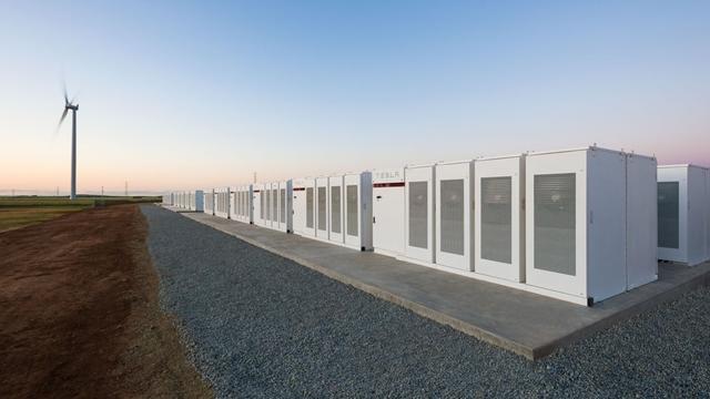 Tesla, Dev Lityum İyon Pilinin Yapımını Tamamladı-1