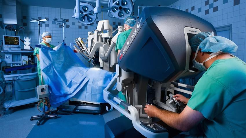 Ege Üniversitesi'nde Robotik İzsiz Tiroid Ameliyatı Gerçekleştirildi