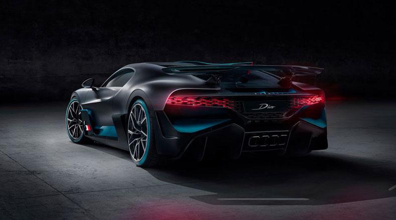 Bugatti Divo Arka Görüntüsü