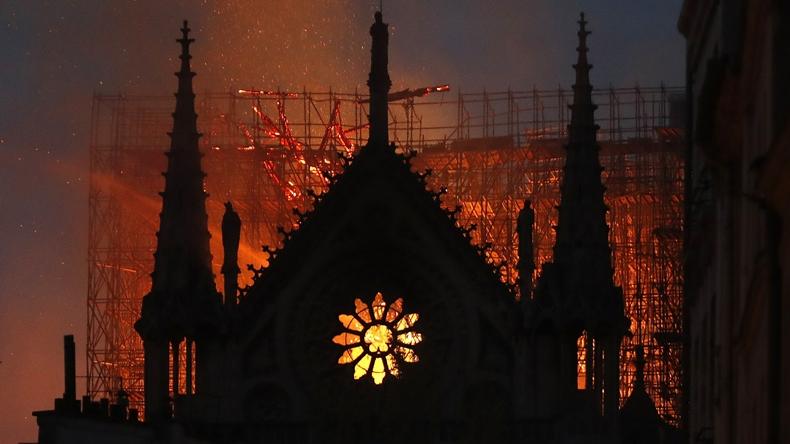 Notre Dame katedrali yangın-1