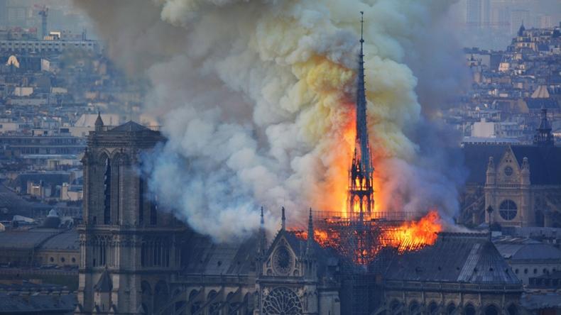 Notre Dame katedrali yangın-2
