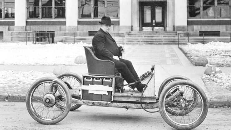 ilk elektrikli araba