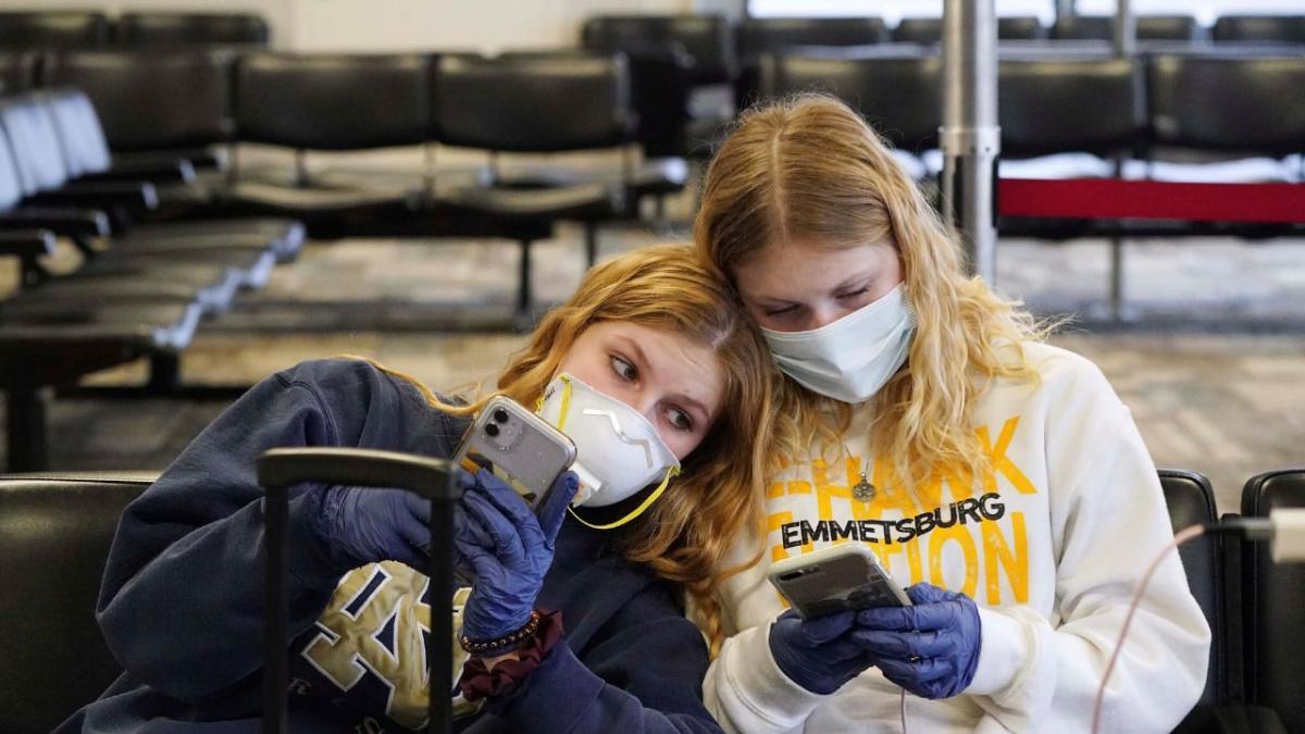 DSÖ Noktayı Koydu: Gençler Koronavirüs ile Enfekte Olabilir mi?