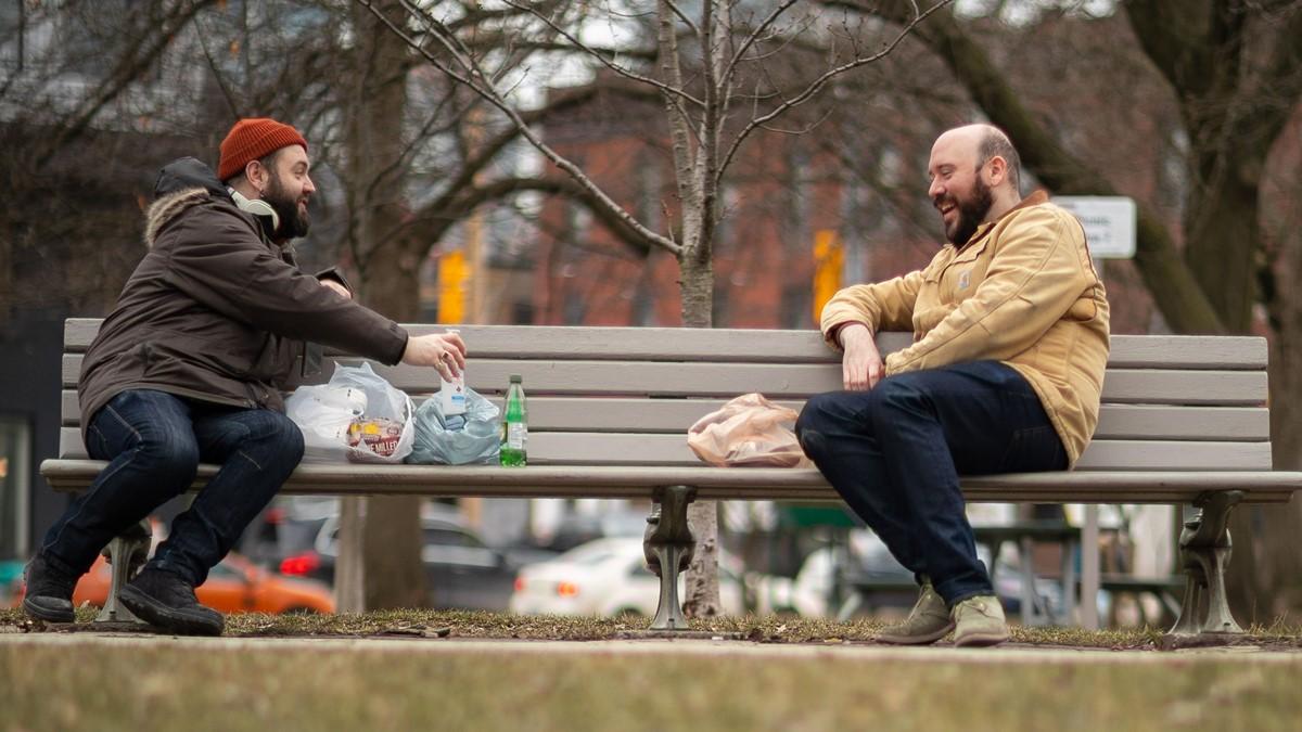 Bilim İnsanları Uyardı: Sosyal Mesafede İki Metre Yeterli Olmayabilir