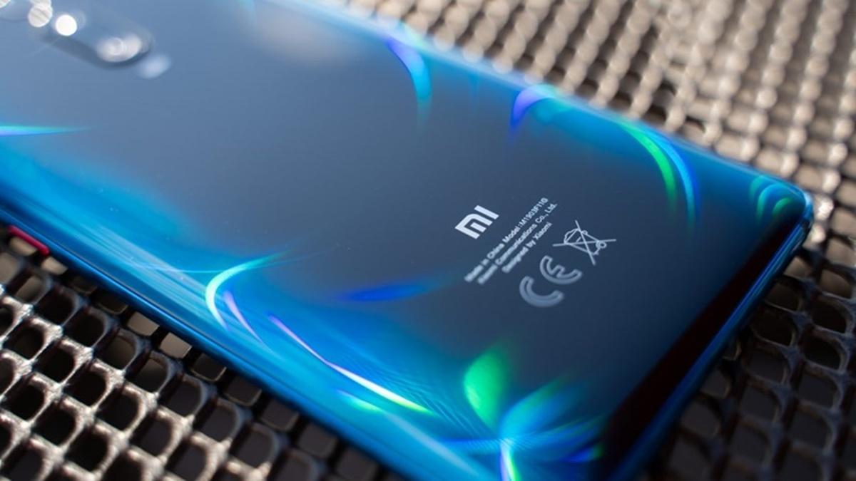 xiaomi-pop-up-selfie-kamerali-telefon-patenti