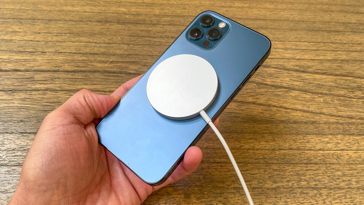 Apple'dan MagSafe Uyarısı: Vücudunuza Yakın Tutmayın