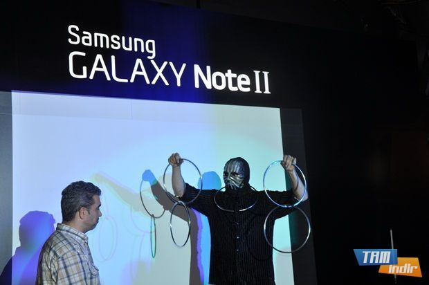 Galaxy Note 2 lansmanında ilginç gösteriler yer aldı.