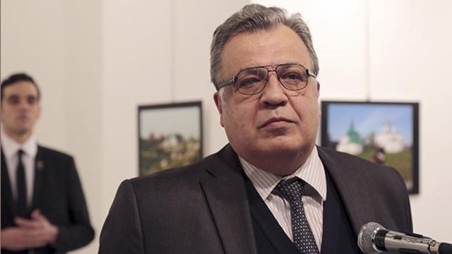 Rusya ve Türkiye, Büyükelçi Katilinin Telefonunu Kırmaya Çalışıyor