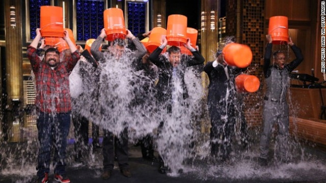 ALS Hastalığına Karşı Buzlu Su Dökme Kampanyası Sosyal Medyada Trend Oldu