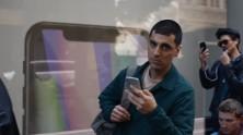 Samsung, Yeni Videosunda Apple'a Hunharca Giydirdi!