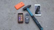 Nokia 3310 ve Lumia 520 Çekiçli Darbe Testi