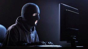 Siber Zorbalıkta Erkekler Önde