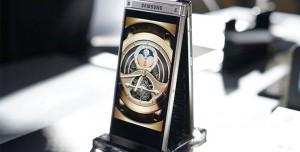 Samsung Yeni Kapaklı Akıllı Telefonu W2018'i Tanıttı