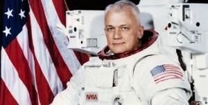 Uzayda İlk Serbest Uçuşu Yapan Astronot Hayatını Kaybetti