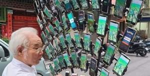 64 Telefonla Pokemon Go Oynamak! Çılgın Dede Sokaklarda