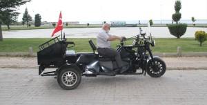 Modifiyede Son Nokta! Üç Tekerli Motor Limuzini