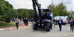 Cumhurbaşkanı Türkiye'nin İlk Yerli Elektrikli Ekskavatörünü Test Etti