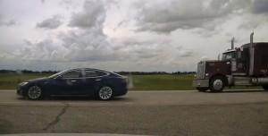 Şoförün Uyuduğu Tesla 150 Kilometre Hız Yaptı!
