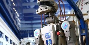 Rusya'nın İnsansı Uzay Robotu Kozmonotlara Hakaret Etti
