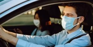 Araba Sürerken COVID-19 Riskini Azaltmak İçin Bunu Yapın
