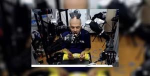 Felçli Adam, Beyin Sinyalini Kullanan Robotla Yemek Yedi