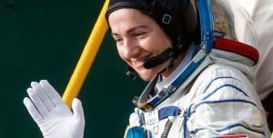 Ay'a Gidecek İlk Kadın Astronot Uzay Kıyafetinden Şikayetçi