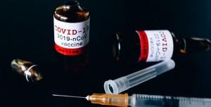 Türk Doçent, Pfizer ile BioNTech'in Koronavirüs Aşısının Yan Etkilerini Anlattı