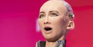 İnsansı Robot Sophia Seri Üretime Geçiyor: Pandemiyle Savaşacak