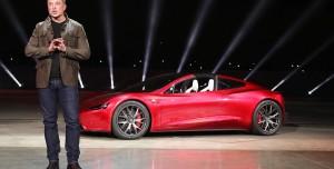 Tesla Uçan Araba mı Geliştiriyor? Musk'tan Tesla Roadster Açıklaması