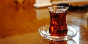 ABD'li Doktor Açıkladı: Koronavirüsün İlacı Siyah Çay!