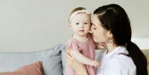 Bebeğe Sarılmak, Onları Gelecekte Kibar Biri mi Yapıyor?