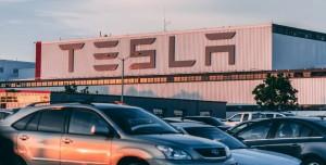 Sürücüsüz Tesla Faciaya Yol Açtı: 2 Kişi Öldü! (Video)