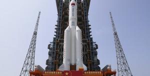 Çin'in Devasa Roketi Kontrolsüz Şekilde Dünya'ya Geliyor!
