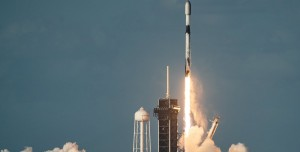 SpaceX Onlarca Starlink Uydusunu Yörüngeye Fırlattı