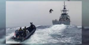 İngiliz Komandolar Jetpack ile Deniz Üzerinden Uçtu! (Video)