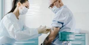 Koronavirüs Aşısının Etkinliği Bir Yaş Grubunda Azaldı