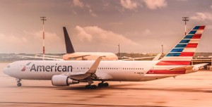 Uçağın Kapısını Açmaya Çalışan Kadını Bantla Koltuğa Bağladılar