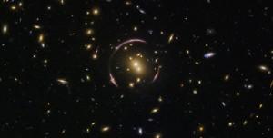 Hubble Teleskobu Gizemli Einstein Halkasını Yakaladı