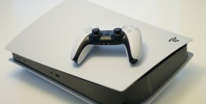 Yeni PlayStation 5 Daha Hafif Ancak Daha Fazla Isınıyor