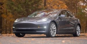 Tesla Model 3 Otopilot Park Halindeki 2 Araca Çarptı