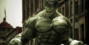 Hulk Temalı Akıllı Telefon Kılıfı Hayat Kurtardı