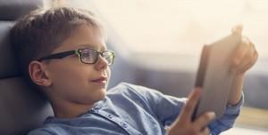 Sürekli Ekrana Bakmak Nüfusun Yarısını Gözlüğe Muhtaç Hale Getirebilir