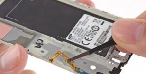 Samsung Galaxy Alpha Parçalarına Ayrıldı