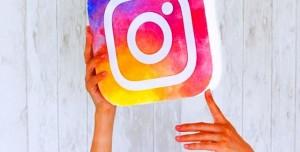Instagram'a Yılbaşı Stickerları ve 'Eller Serbest' Özelliği Eklendi
