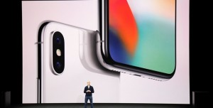 Apple CEO'su Tim Cook, iPhone X'in Fiyatını Savundu
