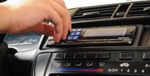 Türkiye'de 20 Milyon Otomobil Sahibi Radyo Dinlemek İçin Para Ödemek Zorunda Kalacak