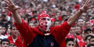 Futbol Taraftarları Sosyal Medyanın Ağzını Nasıl ve Neden Bozdu?