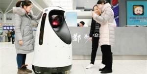 Yüz Tanıma Teknolojisine Sahip Çinli Robot Polis