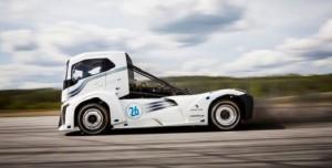Volvo'nun Müthiş Hızlı Yeni Kamyonu ile Tanışın: The Iron Knight
